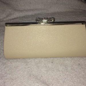 Handbags - Cream Clutch